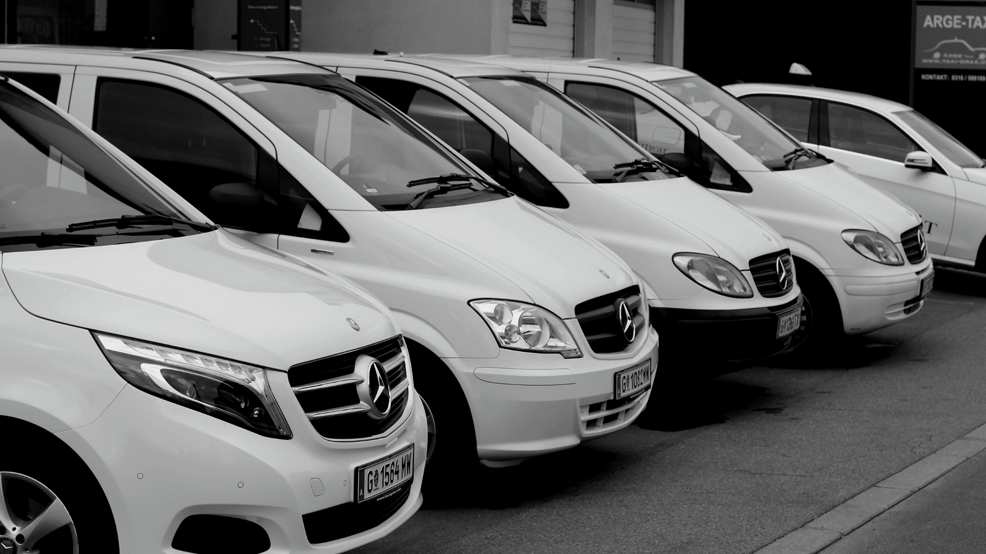 Taxi Graz, hire-a-car, autos-black and white-min