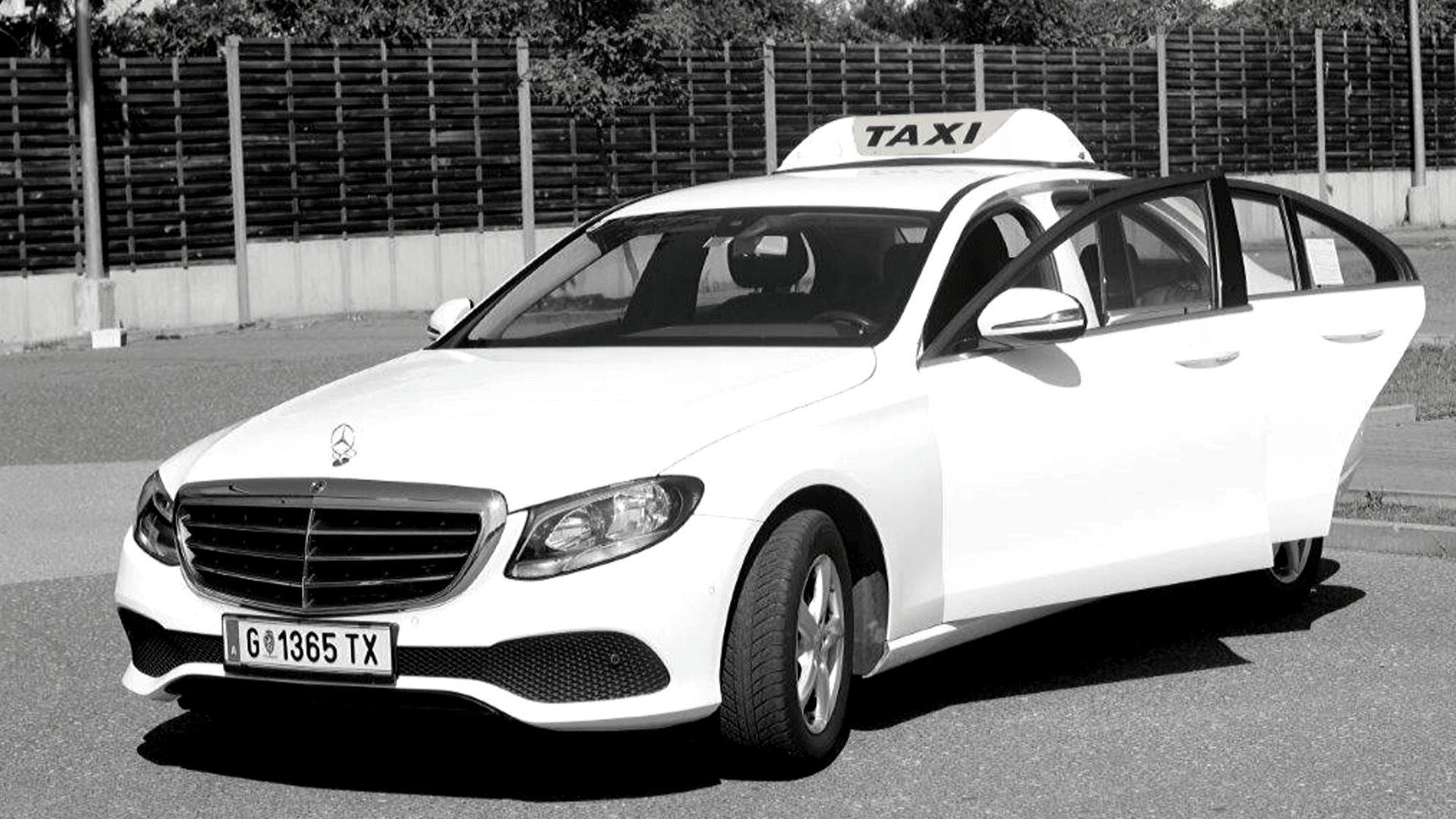 hire-a-car_mercedes-e-taxi in weiss
