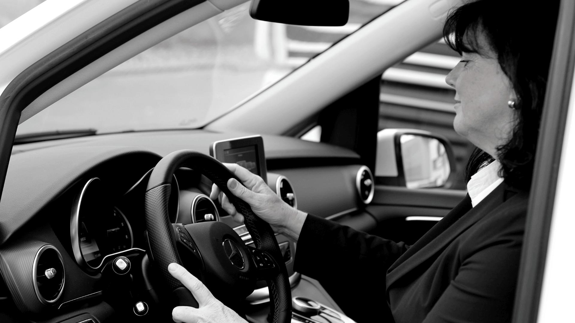 Taxi Graz - hire-a-car,inside-the-car-black and white-min
